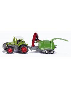 Traktor z rębakiem
